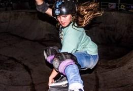 VEJA VÍDEO – Brasileira campeã mundial de skate sofre queda feia e vai parar no hospital