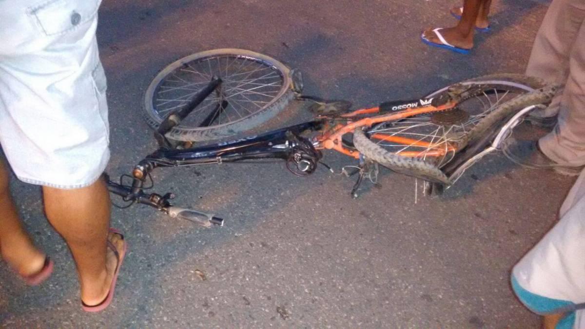 bicicleta - IMAGENS FORTES: Carro importado sem placa atropela e mata ciclista em Cabedelo; motorista identificado - VEJA FOTOS E VÍDEO