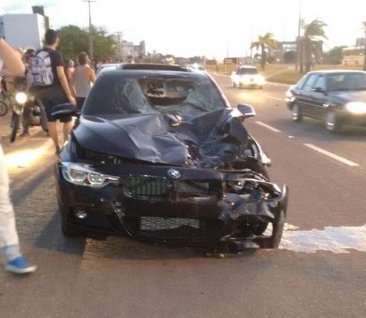 carro atropelamento e1476744368822 - IMAGENS FORTES: Carro importado sem placa atropela e mata ciclista em Cabedelo; motorista identificado - VEJA FOTOS E VÍDEO