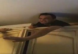 Chefão da máfia italiana é encontrado escondido atrás do armário