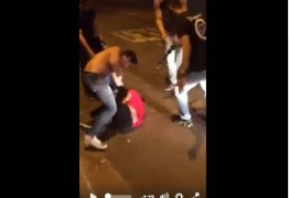 VEJA VÍDEO: Jovem é brutalmente agredido por três homens após ter urinado em carro – IMAGENS FORTES