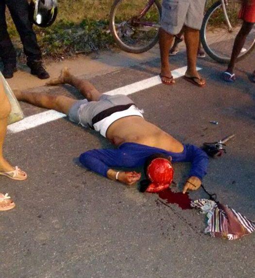 vítima bicicleta e1476744443401 - IMAGENS FORTES: Carro importado sem placa atropela e mata ciclista em Cabedelo; motorista identificado - VEJA FOTOS E VÍDEO
