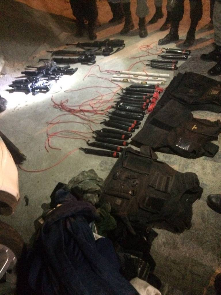 001 2 - GUERRILHA - Polícia da Paraíba faz grande apreensão de armas e explosivos no interior do estado