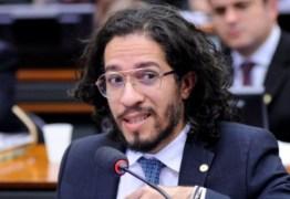'Estou sendo punido por ser homossexual', diz Jean Wyllys em bate-boca com relator