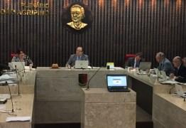 TCE gera polêmica por autorizar venda de férias de servidores e conselheiros