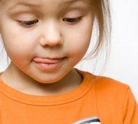 Menina de 6 anos desbloqueia iPhone da mãe e gasta US$ 250 em Pokémon