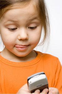 02123651100 - Menina de 6 anos desbloqueia iPhone da mãe e gasta US$ 250 em Pokémon