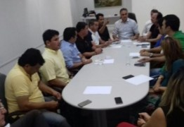 Cartaxo reúne base e manda Marcos Vinicius fazer acordo com Durval