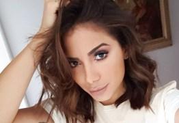 VEJA VÍDEO: Anitta posa de biquíni e mostra corpaço em Instagram