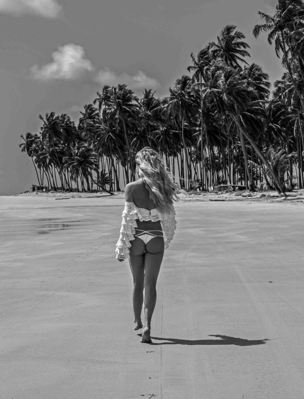 gio 2 - Giovanna Ewbank posa sensualíssima e mostra boa forma em praia do Nordeste