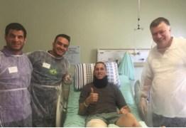 Jackson Follmann recebe a visita de atletas paralímpicos