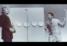 AMIGOS, AMIGOS, AUDIÊNCIA À PARTE: Foto histórica mostra Silvio Santos apontando arma para global e internautas especulam
