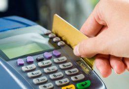 Procon autua 33 lojas por limitarem valor nas compras com cartão de crédito