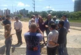 Vereadores de oposição realizam vistoria na obra da ponte da Beira Rio
