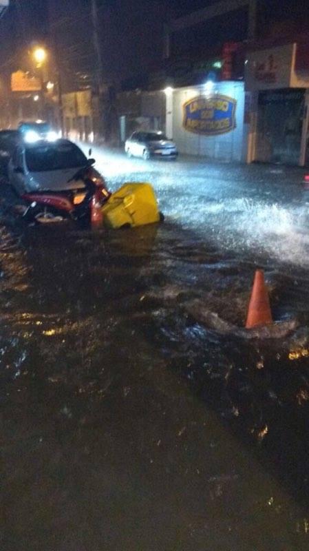 alagamento Patos - Temporal causa estragos em Patos e prefeito Dinaldinho avalia riscos
