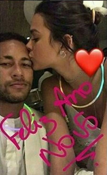 bruna - VEJA VÍDEO: Bruna Marquezine e Neymar aparecem juntos em 'mannequin challenge' na festa de réveillon