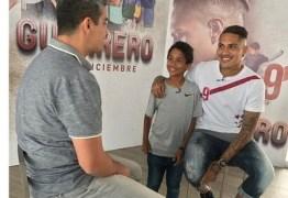 Guerrero aproveita férias para lançar filme e projeta triunfos do Fla em 2017