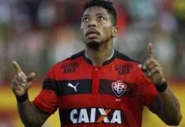 Marinho se irrita com o Vitória por dificultar sua transferência pra China