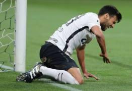 Pais de jogador do Corinthians sofrem acidente no elevador