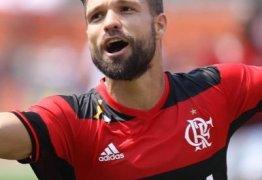 Dói no meu coração, diz Diego sobre clássico fora do Maracanã