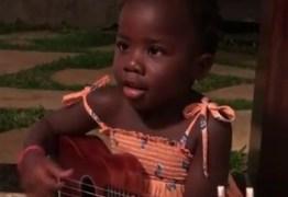 Veja vídeo: filha de Gagliasso toca violão e encanta internautas