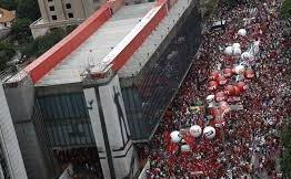 Protesto contra reformas trabalhista e da Previdência fecha Av. Paulista em SP