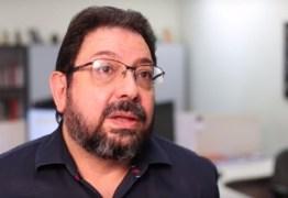 VEJA VÍDEO: Eduardo Guimarães se emociona  ao falar de condução coercitiva