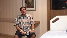Jerry Adriani grava mensagem aos fãs após sofrer trombose