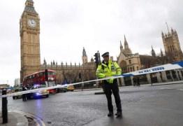 Mulher morre e outros ficam feridos em ataque próximo ao Parlamento Britânico, em Londres