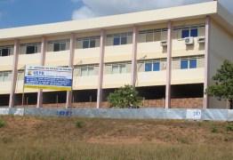 Teto de sala de aula desaba e estudantes ficam feridos