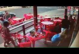 VEJA VÍDEO: Esposa perde o controle ao ver marido com amante em bar