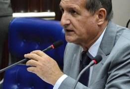 'NÃO RETIRO UMA VÍRGULA': Hervázio diz que Ricardo Barbosa vestiu uma carapuça que não lhe servia e que voto aberto 'acaba sim com traíras'