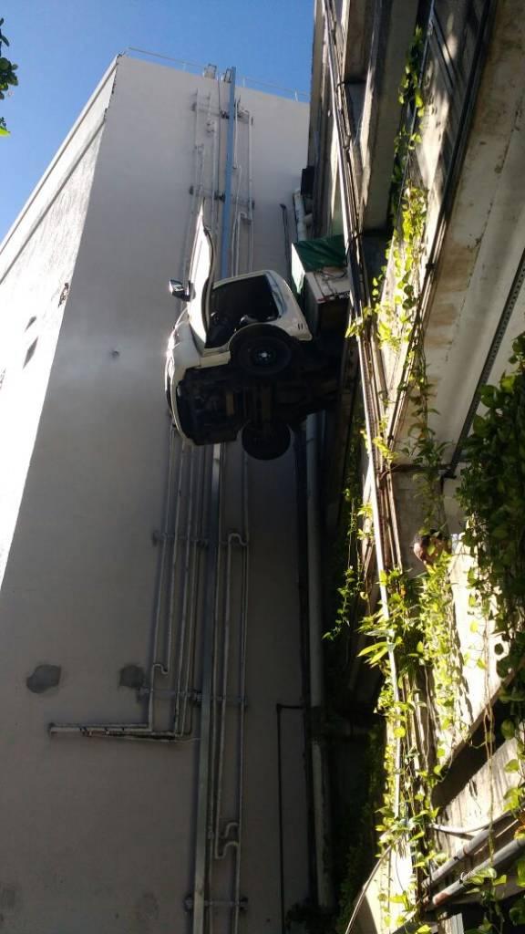 WhatsApp Image 2017 04 28 at 14.41.10 - IMAGENS FORTES: Motorista perde controle e cai do terceiro andar no Manaíra Shopping - VEJA VÍDEO