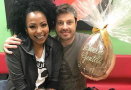 Danilo Gentili gera polêmica ao comparar assistente de palco com ovo de Páscoa