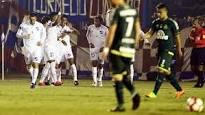 Chapecoense perde feio, mas segue viva na Libertadores