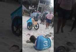 VEJA VÍDEO: Vendedor de picolés é agredido por seguranças de bar