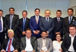 Lira recebe prefeitos em Brasília e discute ações e obras para municípios paraibanos