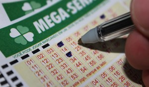 Mega Sena 300x176 - Mega-Sena pode pagar R$ 28 milhões nesta quarta