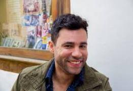 BRASÍLIA: Rodrigo Sant'anna faz apresentação de comédia sobre política