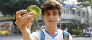 68240893 RI Rio de Janeiro RJ 07 06 2017 Hand SpinnerFebre do brinquedo nas escolas da Zona S 300x131 - INMETRO: 'Hand Spinner' não é recomendado para menores de 6 anos