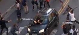 CENAS FORTES: Carro atropela várias pessoas durante evento de skate – VEJA NOVOS VÍDEOS