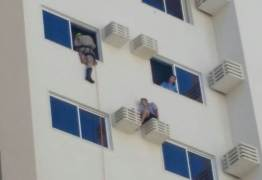 Homem é encontrado sobre suporte de ar-condicionado em Hotel