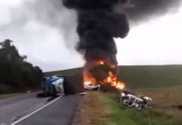 VEJA VÍDEO: acidente envolvendo ônibus e carreta deixa pelo menos 15 mortos no ES