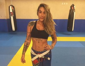 dani 300x233 - Ex - panicat se torna lutadora e encara até Mundial de jiu-jítsu