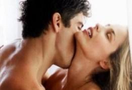 Modelo posa nua ao lado do namorado no instagram e causa na web