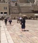 Mulher é detida após ficar pelada em local sagrado