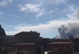 Fumaça negra em Roma levanta suspeitas de atentado terrorista no Vaticano
