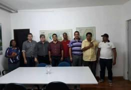 COM PÉ NA ESTRADA: João Azevedo vai à comunidade e ouve reivindicações do eleitorado