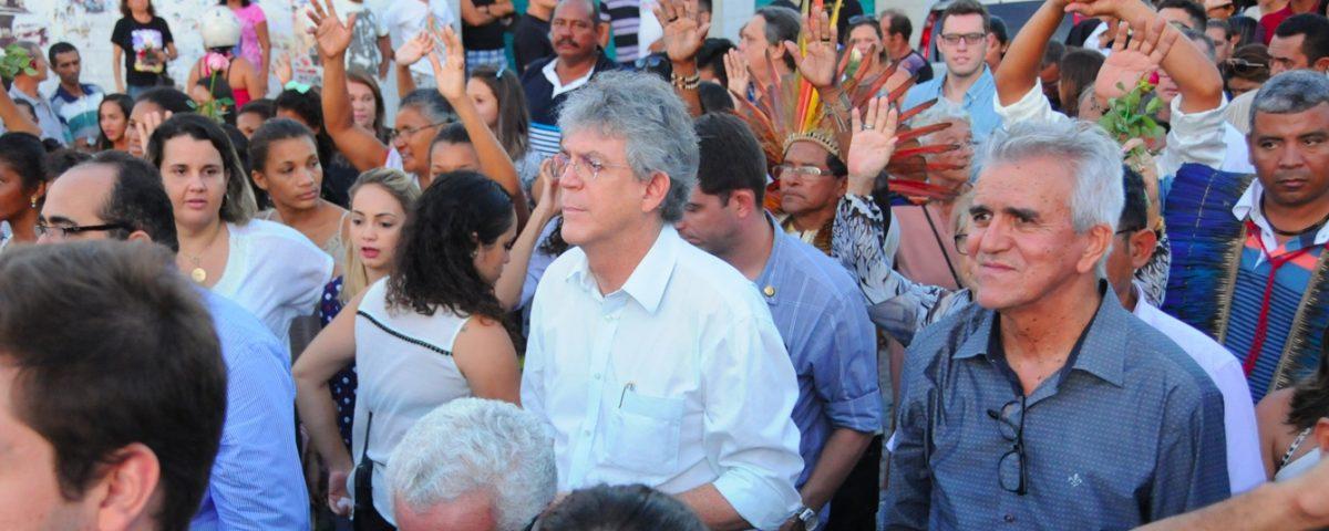 Ricardo Coutinho 2 1200x480 - Ricardo Coutinho já enfrenta desconforto de sua base com indefinição de candidato a governador - Por Nonato Guedes