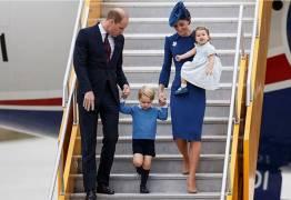 Princesa Charlotte dá birra, sapateia e leva bronca de Kate Middleton